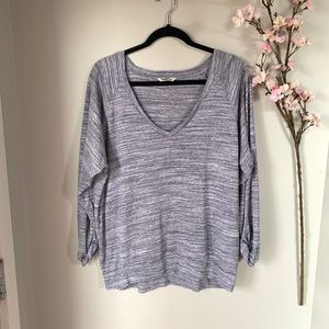 ARITZIA / TNA / PURPLE V NECK LONG SLEEVE TOP